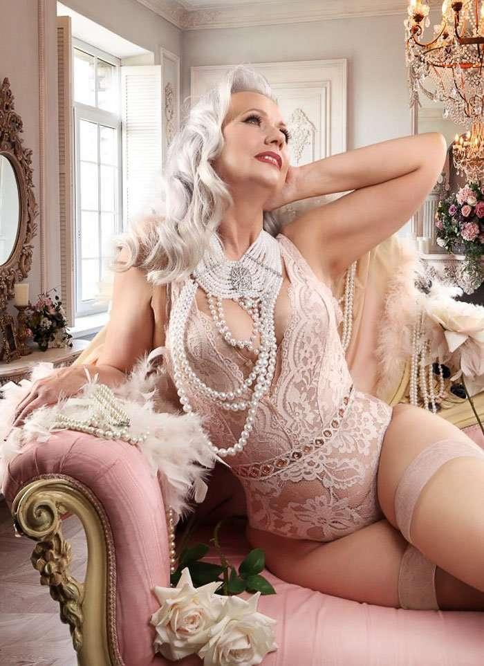 Chrissy Sparks, l'artista che trasforma le donne mature in ragazze pin-up