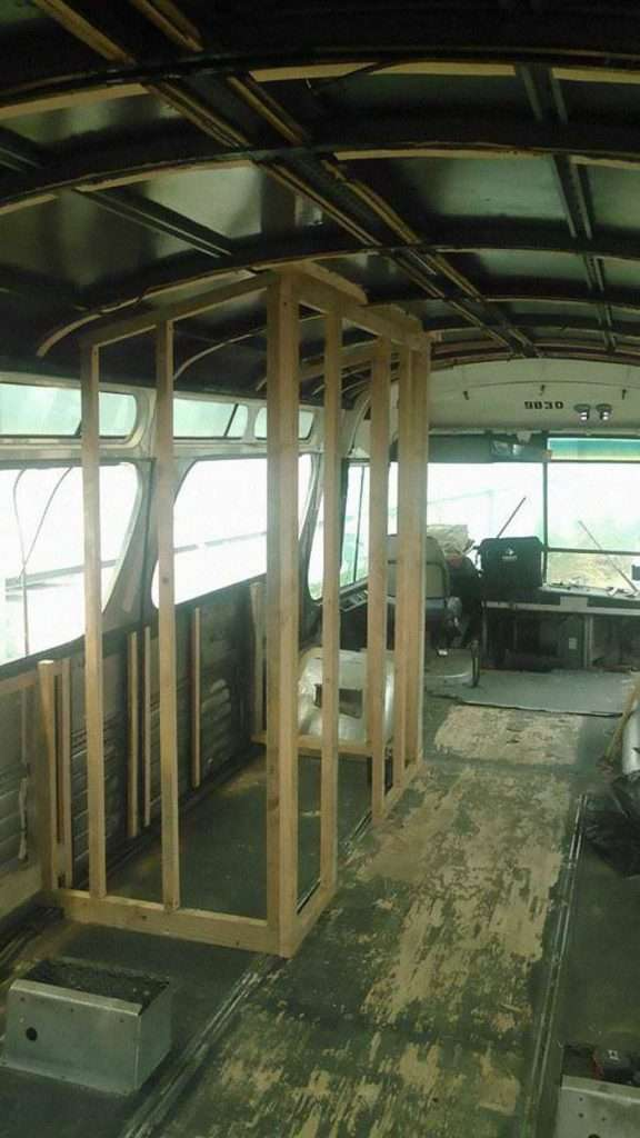 Jessie, la ragazza che ha trasformato un vecchio bus in una casa itinerante