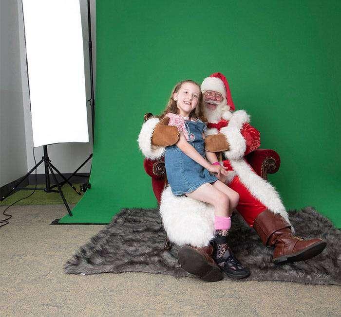 """Foto """"magiche"""" ai bambini ricoverati grazie a Babbo Natale, Photoshop e un'associazione di volontari"""