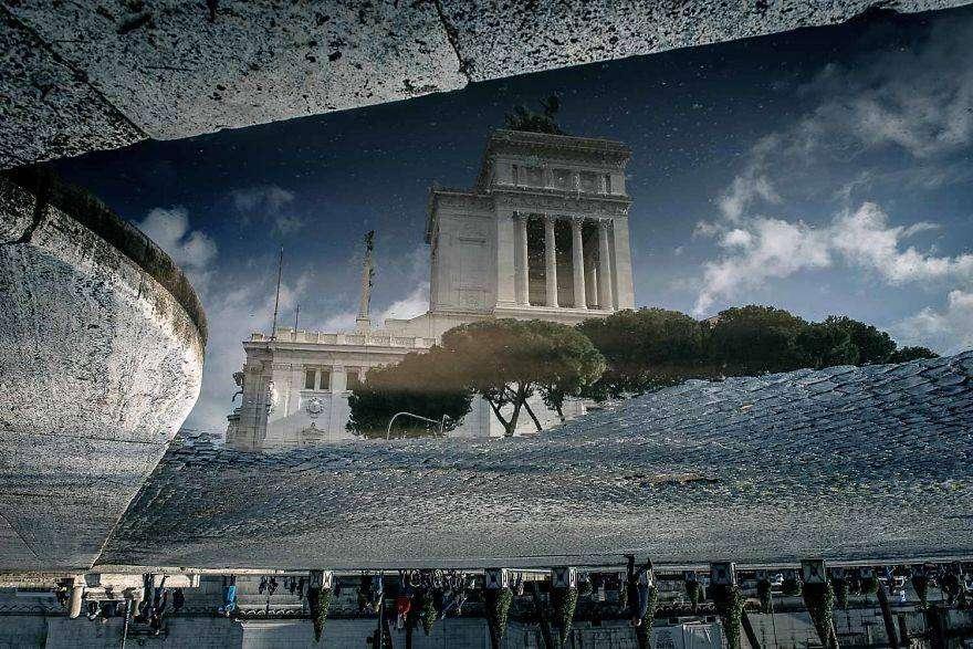 Roma fotografata, artisticamente, attraverso le sue pozzanghere