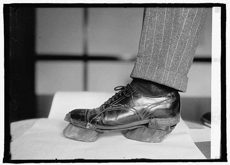 Le scarpe da mucca usate dai contrabbandieri di alcool durante il proibizionismo. A cosa servivano?
