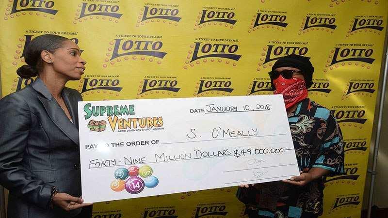 Perché in Giamaica se vinci al Lotto ti fanno la foto con la maschera di Scream?