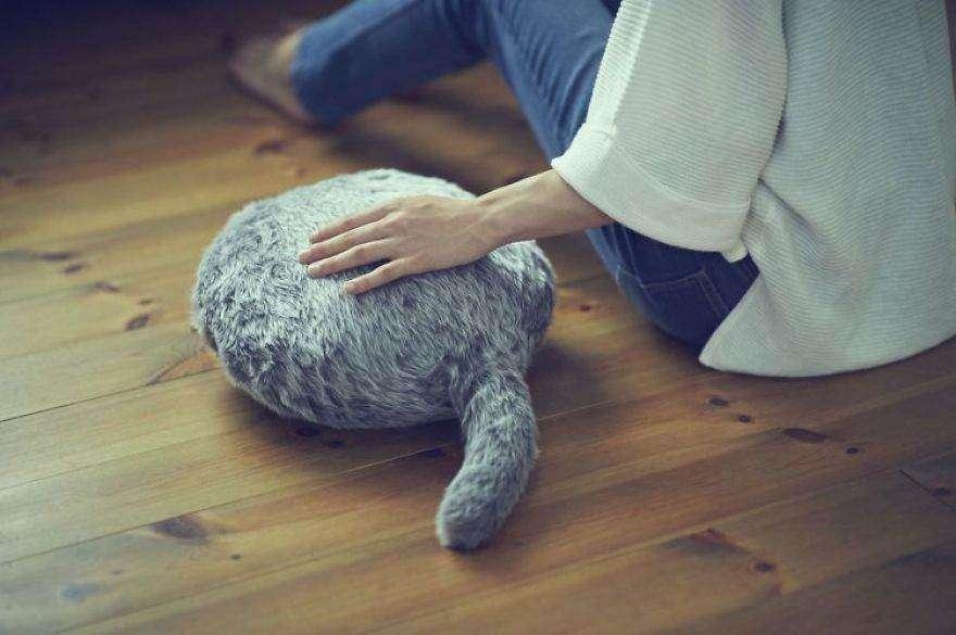Qoobo, il cuscino robot che scodinzola a seconda del tuo stato d'animo