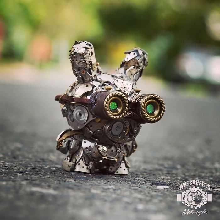 Dan Tanenbaum, l'artista che realizza oggetti usando pezzi di orologi da buttare