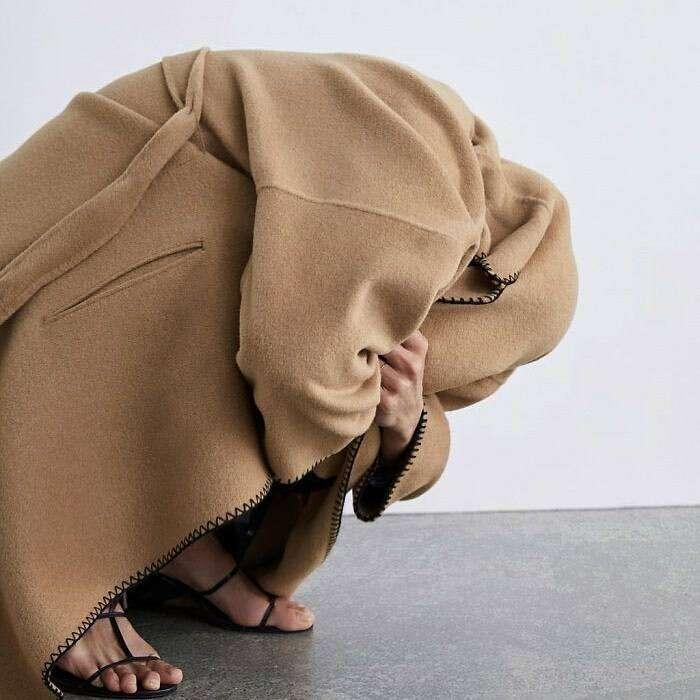 Awkward Zara, l'account Instagram che raccoglie le foto più imbarazzanti dal catalogo di Zara