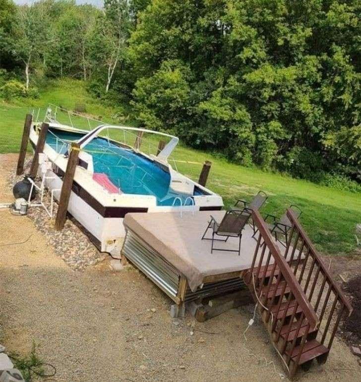 vecchia barca usata come piscina